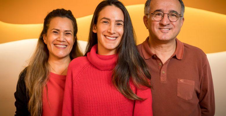Horecafamilie Eslami helpt migrantenvrouwen: 'Koken is iets waar ze goed in zijn'